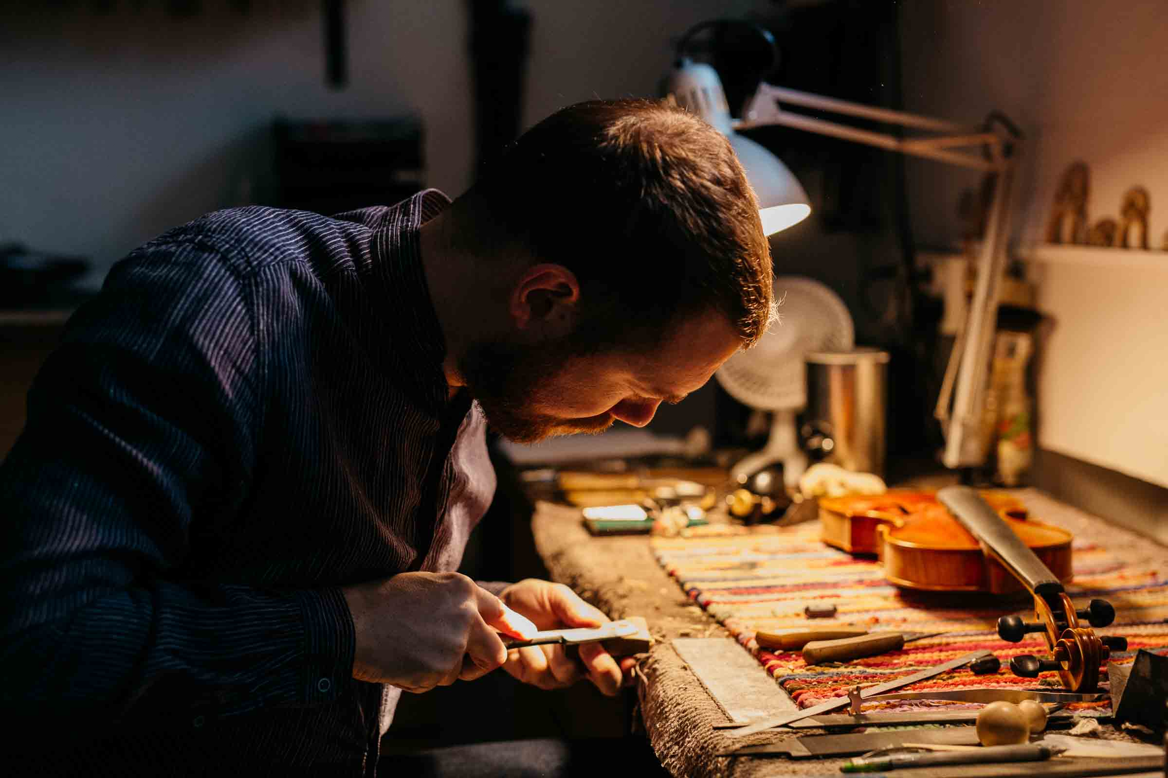 Viulunrakentaja Guy How